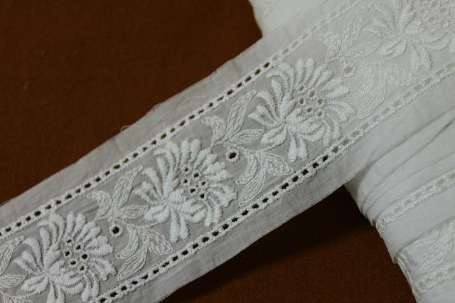 画像1: 6.3m!幅6.5cm両山刺繍が豪華な花柄綿レース オフホワイト