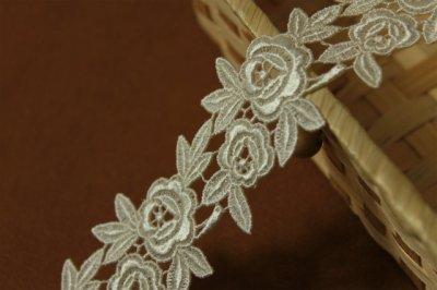 画像2: 1m!幅4.5cm薔薇のケミカルレース オフホワイト 日本製