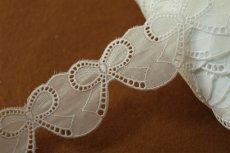画像2: 約55枚(3m巻)!幅4.2cm可愛いリボンのモチーフ柄綿レース ホワイト (2)