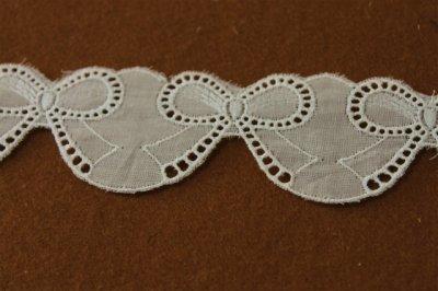 画像3: 約55枚(3m巻)!幅4.2cm可愛いリボンのモチーフ柄綿レース ホワイト