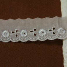 画像6: 150円!1m!幅3.3cmレーヨン刺繍の小花柄綿レース オフホワイト (6)