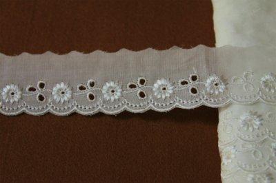 画像2: 150円!1m!幅3.3cmレーヨン刺繍の小花柄綿レース オフホワイト