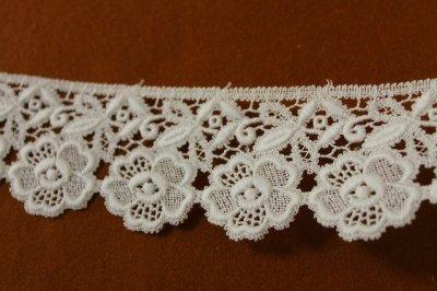 画像1: 3m!幅6.5cm美しい刺繍の花柄綿ケミカルレース オフホワイト