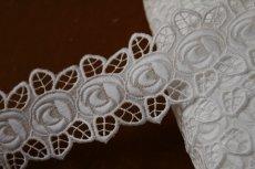 画像2: 3m!幅4.7cm刺繍の綺麗な薔薇柄綿レース ホワイト  (2)