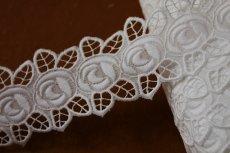 画像1: 3m!幅4.7cm刺繍の綺麗な薔薇柄綿レース ホワイト  (1)
