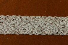 画像2: ラッセルストレッチレース 薄いグリーン 幅5.5cm綺麗な薔薇柄 5m巻 (2)