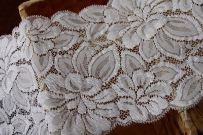 画像2: 5m!幅13.cm光沢のある大きなお花柄ラッセルストレッチレース オフホワイト