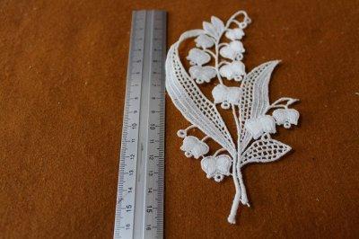 画像2: 可愛いスズラン柄綿ケミカルアップリケ オフホワイト