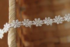 画像5: ケミカルレース オフホワイト 幅0.8cm繊細な小花柄 日本製 6m巻 (5)