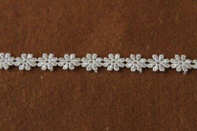 画像1: ケミカルレース オフホワイト 幅0.8cm繊細な小花柄 日本製 6m巻