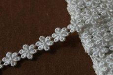 画像1: 計3.4m!幅1.4cm光沢のある小花のケミカルレース オフホワイト (1)