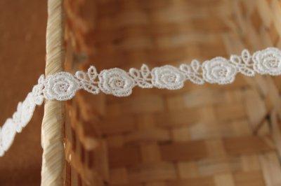 画像3: 3m!幅1.3cm薔薇柄綿ケミカルレース オフホワイト
