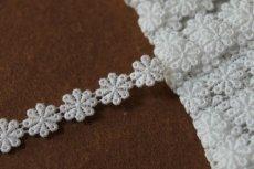 画像5: 3m!幅1.1cm小花柄綿ケミカルレース オフホワイト (5)