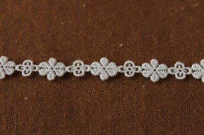 画像1: 幅1.1cm大小の小花ケミカルレース オフホワイト