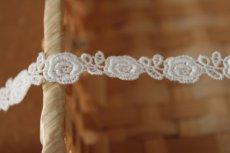 画像4: 3m!幅1.3cm薔薇柄綿ケミカルレース オフホワイト (4)