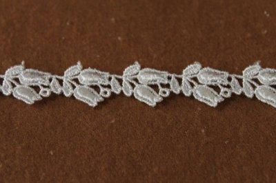 画像1: ケミカルレース オフホワイト 幅1.6cmスズラン柄 3m巻!