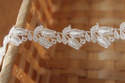 画像3: ケミカルレース オフホワイト 幅1.6cmスズラン柄 3m巻!