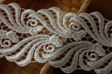 画像4: 1m!幅8.1cmウエディングドレスにも豪華なケミカルレース オフホワイト (4)