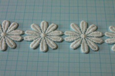 画像1: 24枚巻!幅3.6cmコットンの花柄ケミカルレース オフホワイト