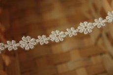 画像4: 6m!幅1.1cm大小のお花柄ケミカルレース オフホワイト (4)