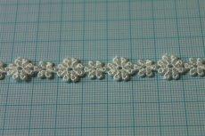 画像3: 6m!幅1.1cm大小のお花柄ケミカルレース オフホワイト (3)