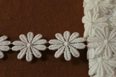 画像2: 24枚巻!幅3.6cmコットンの花柄ケミカルレース オフホワイト