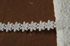 画像2: 3m!幅1.9cm可愛い小花柄綿ケミカルレース オフホワイト (2)