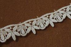 画像5: 3m!幅2.2cm綺麗な花と葉柄綿ケミカルレース オフホワイト (5)