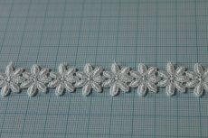 画像3: 3m!幅1.9cm可愛い小花柄綿ケミカルレース オフホワイト (3)