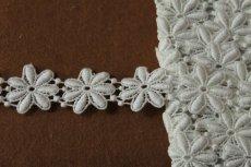 画像2: 1m!幅2.5cm綺麗な花柄綿ケミカルレース オフホワイト (2)