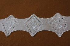 画像2: 150円!5枚!8cm額縁花柄刺繍レース モチーフ ホワイト (2)