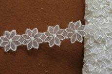 画像5: 6m!幅2.7cm透け感が可愛いお花のナイロンシャー刺繍レース ホワイト  (5)