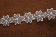 画像6: 6m!幅2.7cm透け感が可愛いお花のナイロンシャー刺繍レース ホワイト  (6)