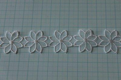 画像1: 6m!幅2.7cm透け感が可愛いお花のナイロンシャー刺繍レース ホワイト
