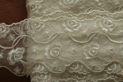 画像3: 3m!幅7.8cm両山の美しい薔薇柄チュールレース オフホワイト