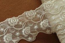 画像4: 3m!幅7.8cm両山の美しい薔薇柄チュールレース オフホワイト (4)