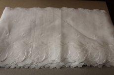 画像3: 1m!幅19cm美しい葉っぱ柄綿混ボーダーレース オフホワイト (3)