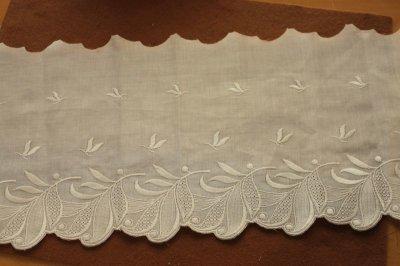 画像2: 1m!幅19cm美しい葉っぱ柄綿混ボーダーレース オフホワイト