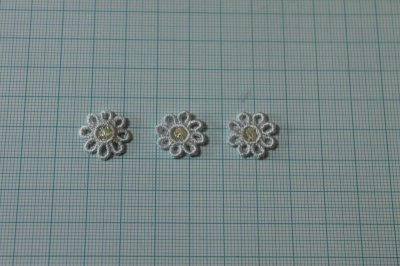 画像1: 15個セット!幅1.6cm小花のケミカルモチーフ 水色 アクセサリーレース