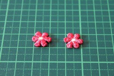 画像1: 15個セット!幅1.2cm小花のケミカルモチーフ 濃いピンク アクセサリーレース