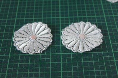 画像1: 5個組!幅4.1cm光沢のある花柄ケミカルレースモチーフ オフホワイト
