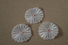 画像4: 5個組!幅4.1cm光沢のある花柄ケミカルレースモチーフ オフホワイト (4)