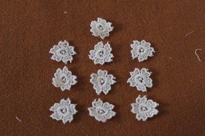 画像3: 10個組!幅1.6cm花柄ケミカルレースモチーフ オフホワイト