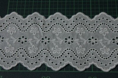 画像1: 綿レース オフホワイト 幅7.3cm刺繍のきれいな両山 3m巻