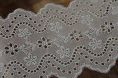 画像10: 綿レース オフホワイト 幅7.3cm刺繍のきれいな両山 3m巻 (10)
