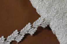 画像7: ケミカルレース オフホワイト 光沢のある大小の葉っぱ柄 3m巻 (7)