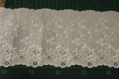 画像1: 幅15cm豪華な花柄綿レース オフホワイト