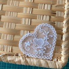 画像5: 幅5cmバタフライと小花柄ハートのチュールモチーフ オフホワイト (5)
