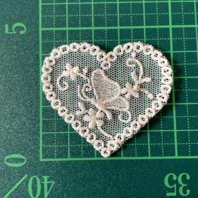 画像1: 幅5cmバタフライと小花柄ハートのチュールモチーフ オフホワイト