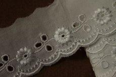 画像8: 150円!1m!幅3.3cmレーヨン刺繍の小花柄綿レース オフホワイト (8)
